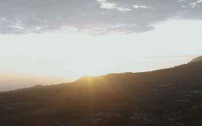 Sunrise Terindah di Indonesia Bisa Kamu Nikmati di Gunung Terendah!