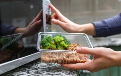 Bisa Bahaya, Jangan Panaskan Bahan Makanan ini Dalam Microwave!